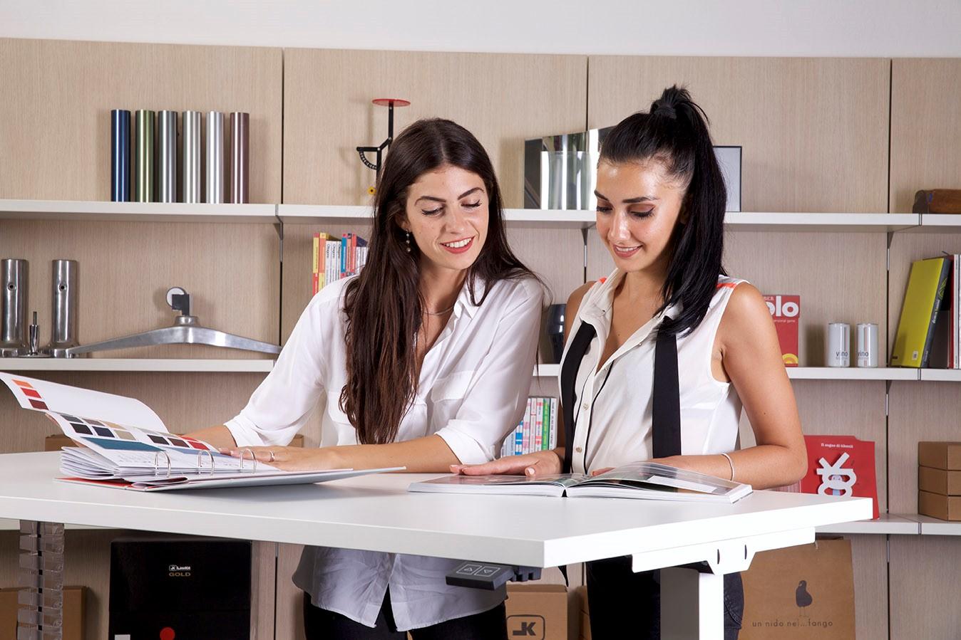 Arredo ufficio moderno for Scrivanie economiche on line